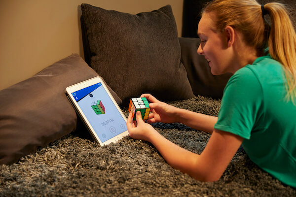 Does Solving Rubik's Cube Make You Smarter?