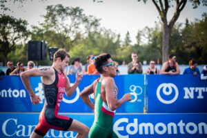 2 people running fast